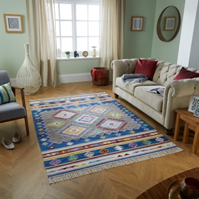 Kasa Santos Rugs in Multicolours